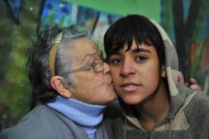 Meninos encontram carteira com R$ 1,5 mil e devolvem à idosa na Capital